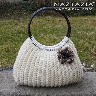 I'm very happy to bring you this free (and pretty easy!) pattern for a crochet Savvy Handbag. This was written for the final issue of Crochet Savvy magazine by Donna Wolfe from Naztazia.