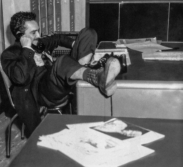 Gabriel García Marquéz, à vontade na redação:  o jornalismo era 'uma paixão insaciável' e ser repórter, 'a melhor profissão do mundo' (Archivo El Espectador/FNPI/Reprodução)