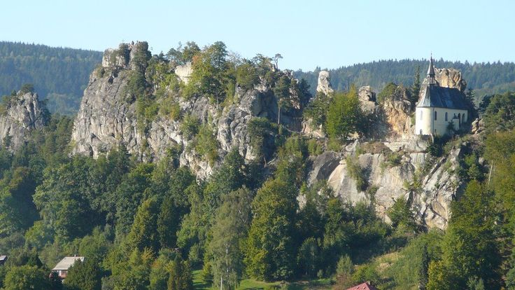 Vranov-Pantheon dominating the knife ridge above Malá Skala. So now that you're…