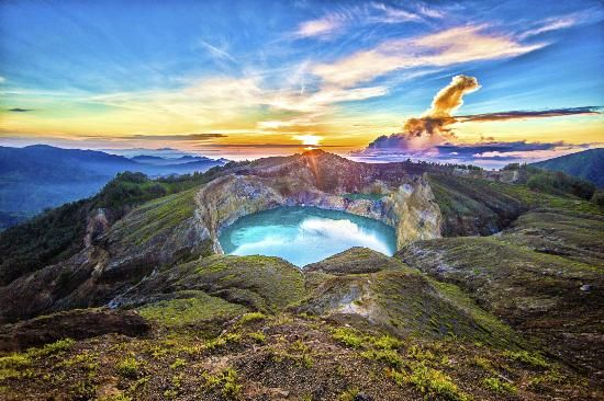 22 spectacular places around the world | Mount Kelimutu Flores, Indonesia