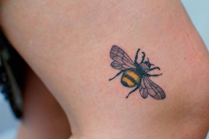 Bee Tattoo! <3 done by Paul @ Paul & Friendz - Brussels, Belgium