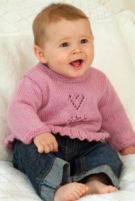 Yndig lille pigebluse strikket i praktisk superwash-uld, som er lige til at putte i vaskemaskinen