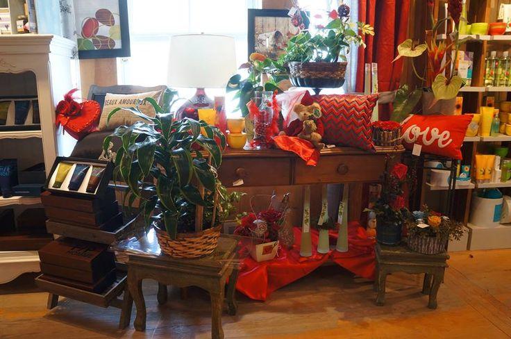 Boutique décoration St-Valentin! Cadeau, fleurs, coussin, petite table, Le jardin d'Andrée-Anne, www.lejardin.ca