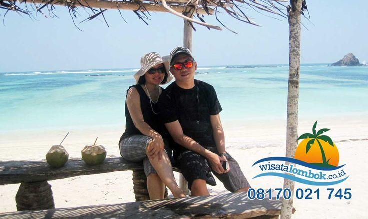 Apa Lagi Yang Anda Tunggu, Yuk Lihat Keindahah Pantai Kuta Lombok  Di sini Anda bisa melakukan kegiatan surfing, snorkeling maupun berjemur sembari menikmati pemandangan laut yang luas dibawah sinar matahari. . . . . . . . . . . . http://www.wisatalombok.co.id/info-wisata-lombok/kamu-harus-liat-nih-eksotisnya-wisata-pantai-kuta-lombok/
