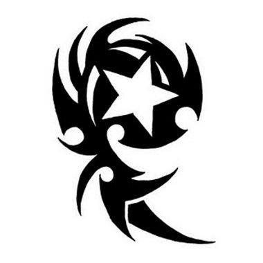 tatuaggio stella con vortice tribale