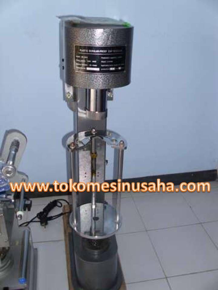Mesin Pengemas Tutup Botol merupakan mesin yang digunakan untuk membuat sgel pada tutup botol. Mesin ini akan membantu usuha minuman botol anda. Segel yang digunakn pada mesin ini dapat berupa logam atupun plastik. Spesifikasi: Tipe segel dapat berupa plastik maupun logam Kecepatan segel hingga 1200 botol / jam Daya : 220- – 240 V/ 370 W Dimensi :56 x20 x 92 cm Berat : 65 kg