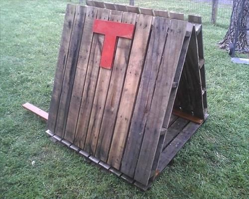 stray dog shelter - DIY Dog House Made From Pallets | Pallets Designs