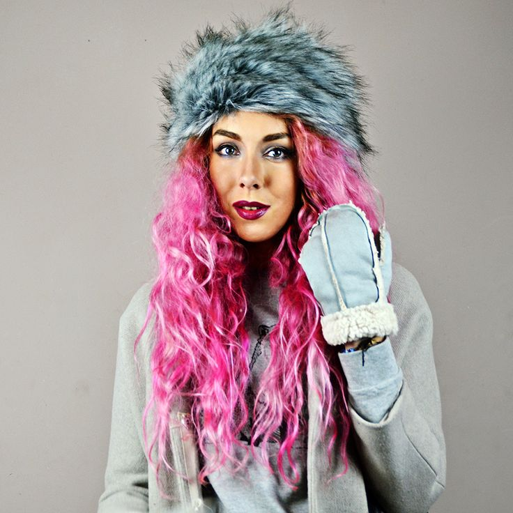 Coat// Topshop  (similar) Jumer// Brat and Suzie* Leatherette zip skirt// Boohoo (similar) Chelsea Boots// Ebay Bowler Bag// Primark (similiar) Fur Hat// New Look Shearling Mittens// New Look// Pink Hiar