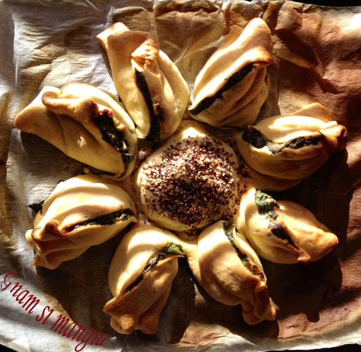 Torta girasole ricotta e spinaci, perfetta come antipasto, contorno, secondo o finger food. Le ricette di Gmam si mangia!