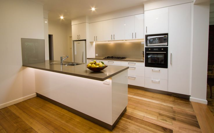 Modern contemporary kitchen with gloss 2pac finishes. www.thekitchendesigncentre.com.au @thekitchen_designcentre