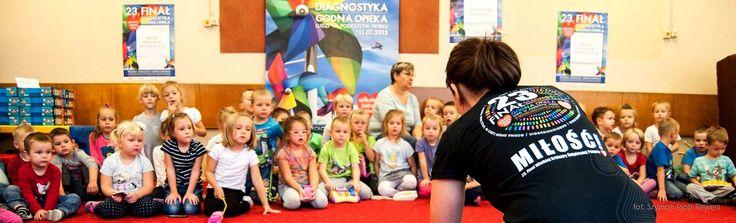 """Nauka pierwszej pomocy w szkole podstawowej w ramach Programu """"Ratujemy i Uczymy Ratować""""."""