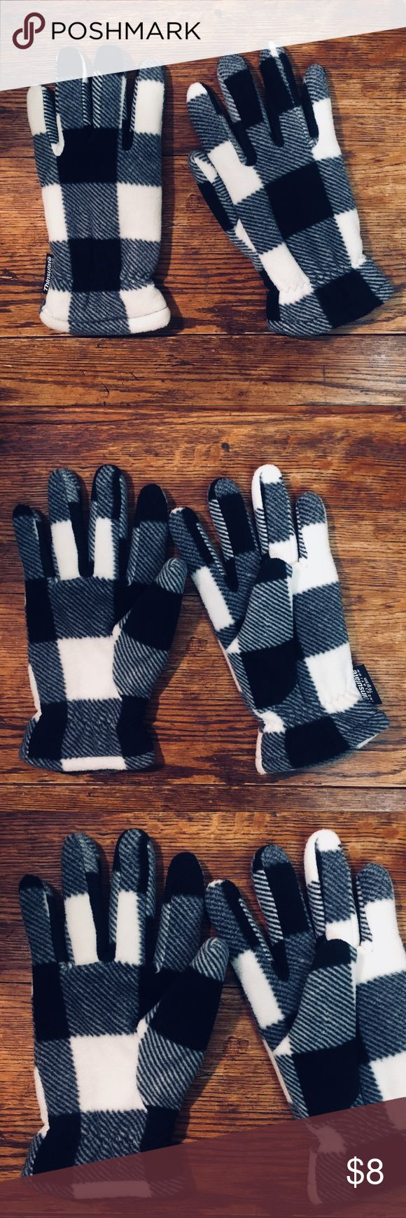 Thinsulate Fleece Plaid Check Gloves (70 gram) gentle wear, good pre-loved condition. worn a few times, washed 1x. soft and warm. 100% poly. black and white check plaid. perfect for the cold. Thinsulate Accessories Gloves & Mittens