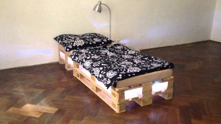 the bed from pallets with lights
