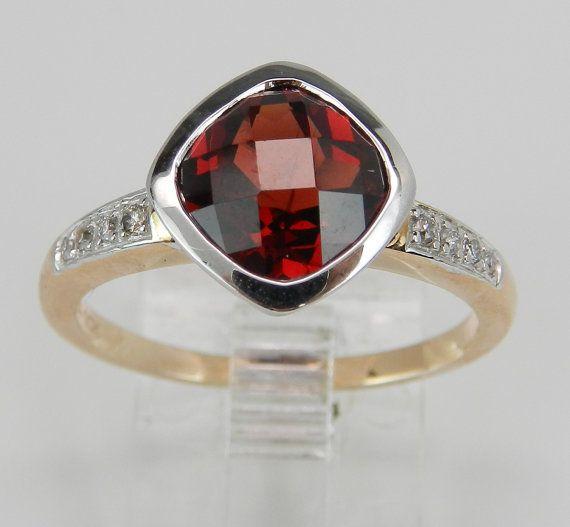 Diamante y el granate bisel Halo Set anillo de por GalaxyGems