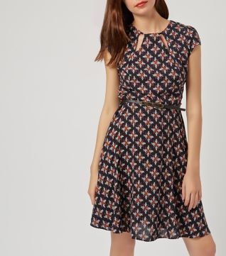 £22.00 New Look Mandi Navy Abstract Print Cut Out Neck Belted Skater Dress