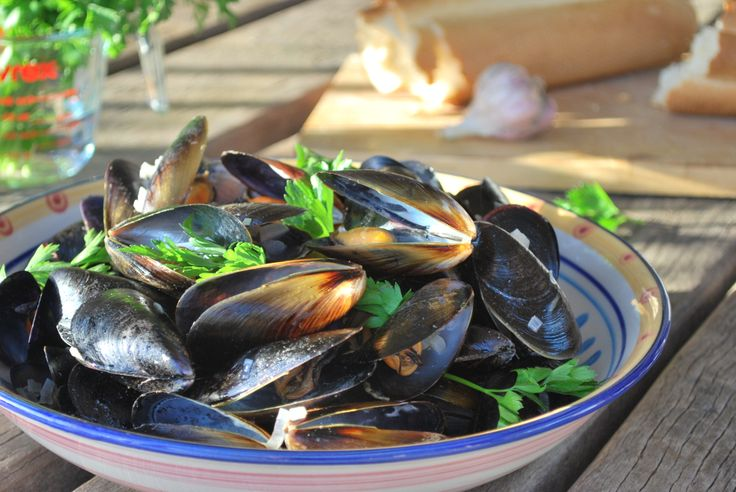 Garden Island Mussels, boiled in white wine, shallots & garlic. serve with crusty bread (or garlic bread) to dip in the broth. #curulli's #seafood