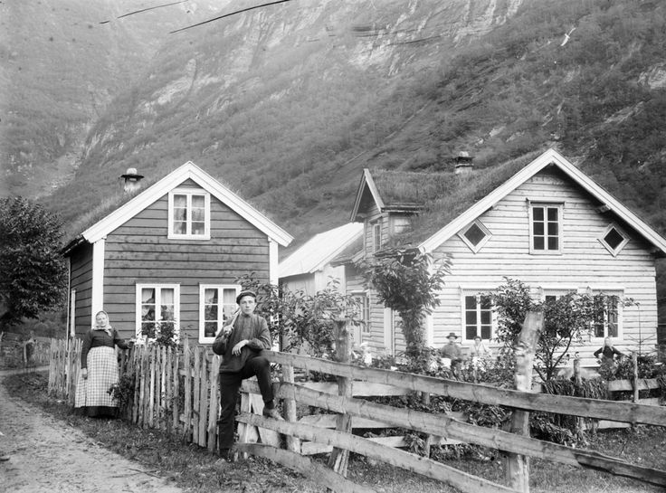 We have collected eleven interesting photos from late 1800 to beginning of 1900s, which show the dramatic change in Norwegian society.