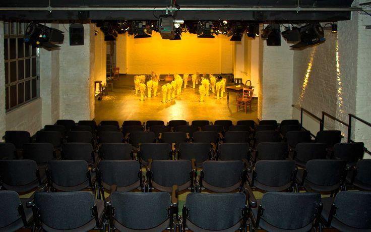 Das Freie Werkstatt Theater Köln e. V. wird in gemeinnütziger Form betrieben. Es wird gefördert durch die Stadt Köln und das Land Nordrhein-Westfalen.  Vor allem durch seine Bearbeitungen und Dramatisierungen von Literaturvorlagen sowie durch unkonventionell inszenierte Klassiker hat sich das Theater einen Namen gemacht. Für sein Konzept erhielt das FWT als erstes Theater den 1990 zum ersten Mal vergebenen Förderpreis für Freie Theater des Landes NRW.