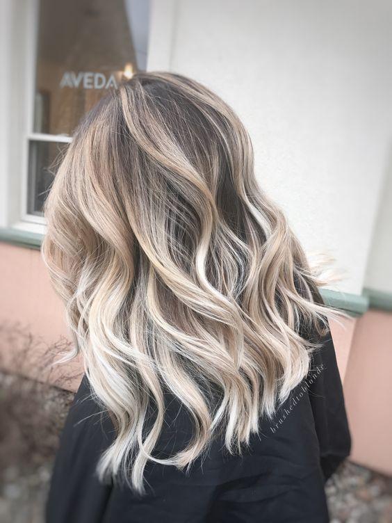 Es gibt viele erstaunliche Frisuren mittlerer Länge aus denen Sie wählen können