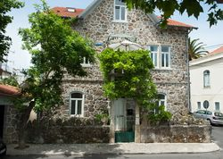 Casa José Ricardo | Portugal Estremadura Central Portugal. Central Sintra airy apartment - leafy street, minutes from local food market, popular tascas and a tram that takes you to the beach