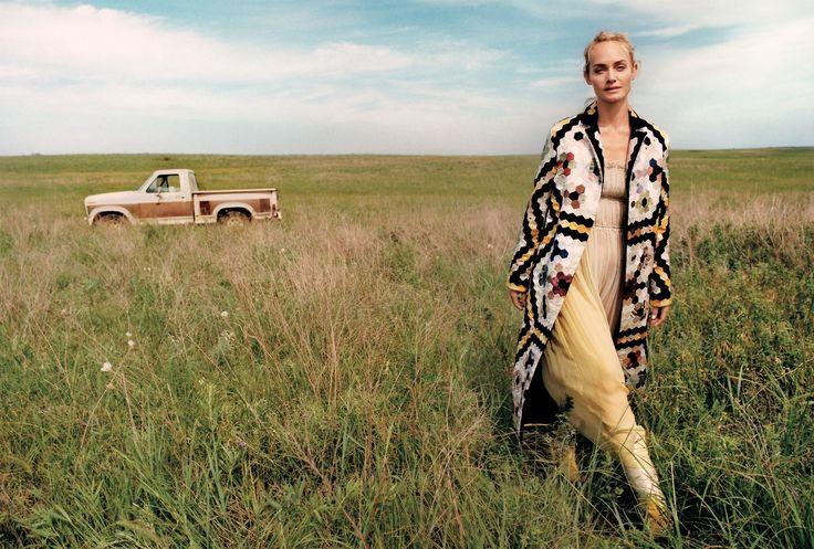 Publication: Vogue US September 2017 Model: Amber Valletta, Binx Walton, Carolyn Murphy, Karlie Kloss, Sara Grace Wallerstedt, Selena Forrest, Taylor Hill Photographer: Zoe Ghertner Fashion Editor:...