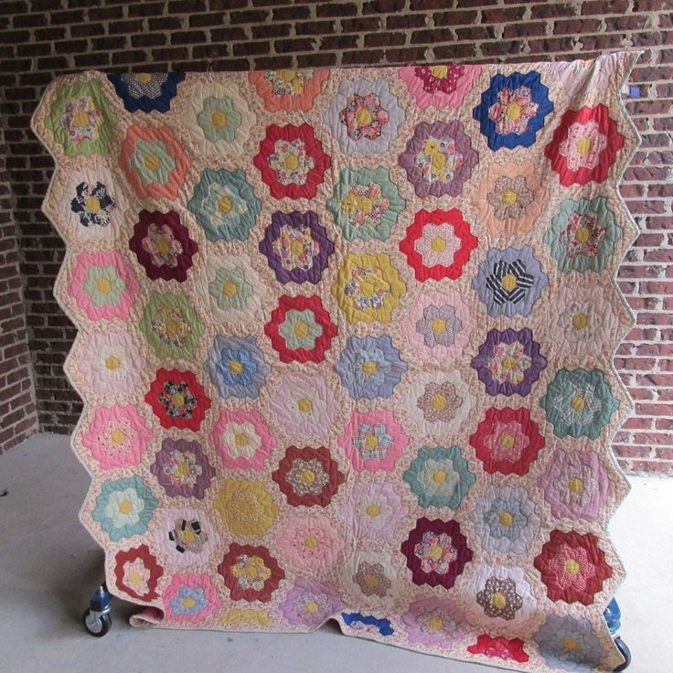 472 best quilts images on pinterest arm work baby afghans and baby blankets for Grandmother flower garden quilt pattern variations