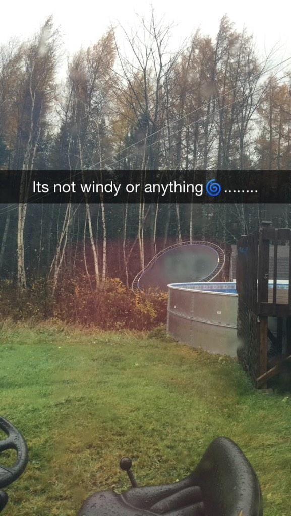 """Nato op Twitter: """"Bye bye trampoline #storm #windy http://t.co/jgHTdqGZt2"""""""