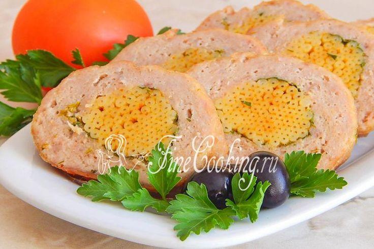 Мясной рулет с макаронами - рецепт с фото http://finecooking.ru/recipe/mjasnoj-rulet-s-makaronami