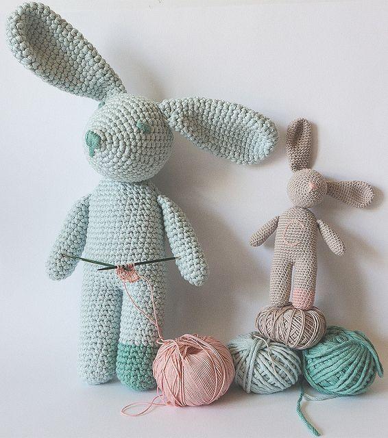 Ravelry: un doudou lapin au crochet