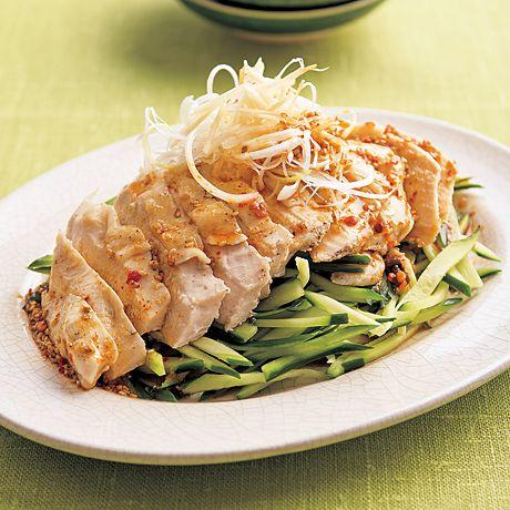 レタスクラブの簡単料理レシピ ポリ袋蒸しだから、うまみも逃さず食べられる「簡単棒々鶏(バンバンジー)」のレシピです。