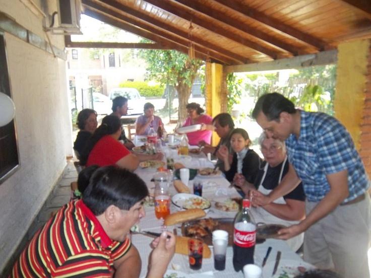 almorzando con  amigos