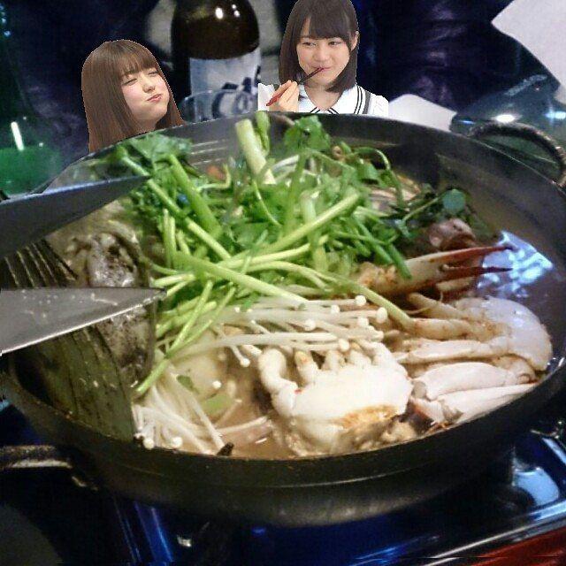 冷たい雨の中、仕事を終えて帰宅しました。 みなさんこんばんは❗ 今夜は冷えますねぇ~。 まぁ韓国帰りの自分にはまだまだって気もしますが、風邪ひきの身体にはやっぱりきついですね(;´д`) 寒くなって来るとほぼ毎晩鍋になってしまいます(笑) 何気に野菜もたくさん食べられるし、鍋のレパートリーも豊富だから日替わりで和・洋・中・韓(笑)  明洞で食べた海鮮チゲ旨かったなぁ~(´ω`) #寒い夜 #鍋物 #食べたい #韓国 #ソウル市 #明洞 #食べた #海鮮チケ鍋 #ヘムルタン #コラージュ #生田絵梨花 #いくちゃん #松村沙友理 #まっつん #さゆりん #からあげ姉妹 #乃木坂46