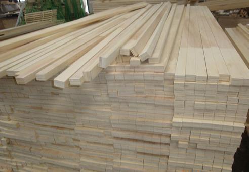 Este tipo de madera se llama ÁLAMO y la utilizamos para construir muebles finos ya que es resistente al agua
