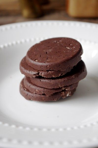 Raw Protein Packed Thin Mint Cookies (can be vegan & gluten free!) @ Nutritionist in the Kitch