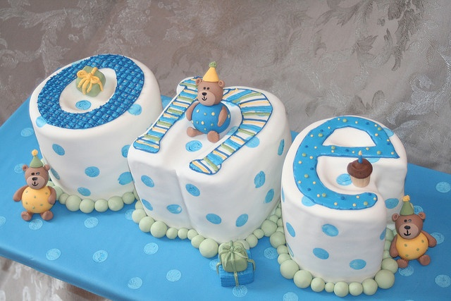 Cute 1st Birthday Cake- would be great to spell out ten or six or ? too! (just not seventeen!!!)