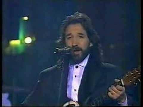 """JUAN GABRIEL """"MADRE SOLA HAY UNA"""" AUDITORIO NACIONAL 2006 - YouTube"""