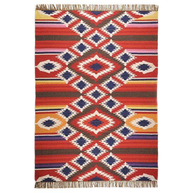 KELIM Deluxe THEKO : prix, avis & notation, livraison.  Le Kilim est un tapis tissé à la main prenant racine dans les peuples nomades persans. Il se caractérise par un tissu très résistant à point plat et est généralement réversible. La qualité THEKO