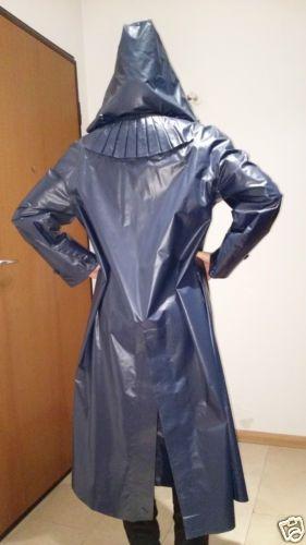 Blauer-Damen-Klepper-Mantel-mit-Kapuze-Sondermodell mit ca.56cm Fahrradschlitz
