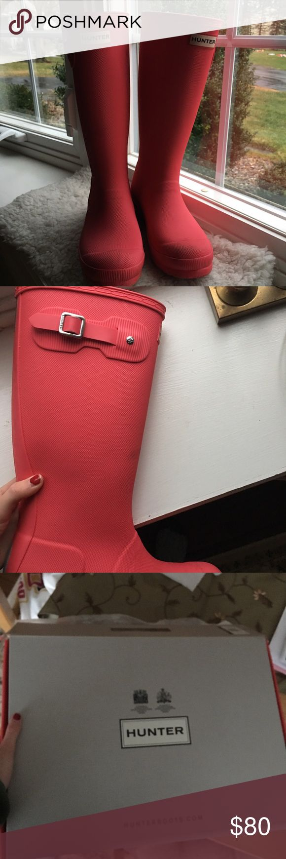 barely worn hot pink hunter boots these are girls hunter boots, come with box, barely worn but are too big for me im a womans 6. eu 37 which is a womans 7 Hunter Boots Shoes Winter & Rain Boots