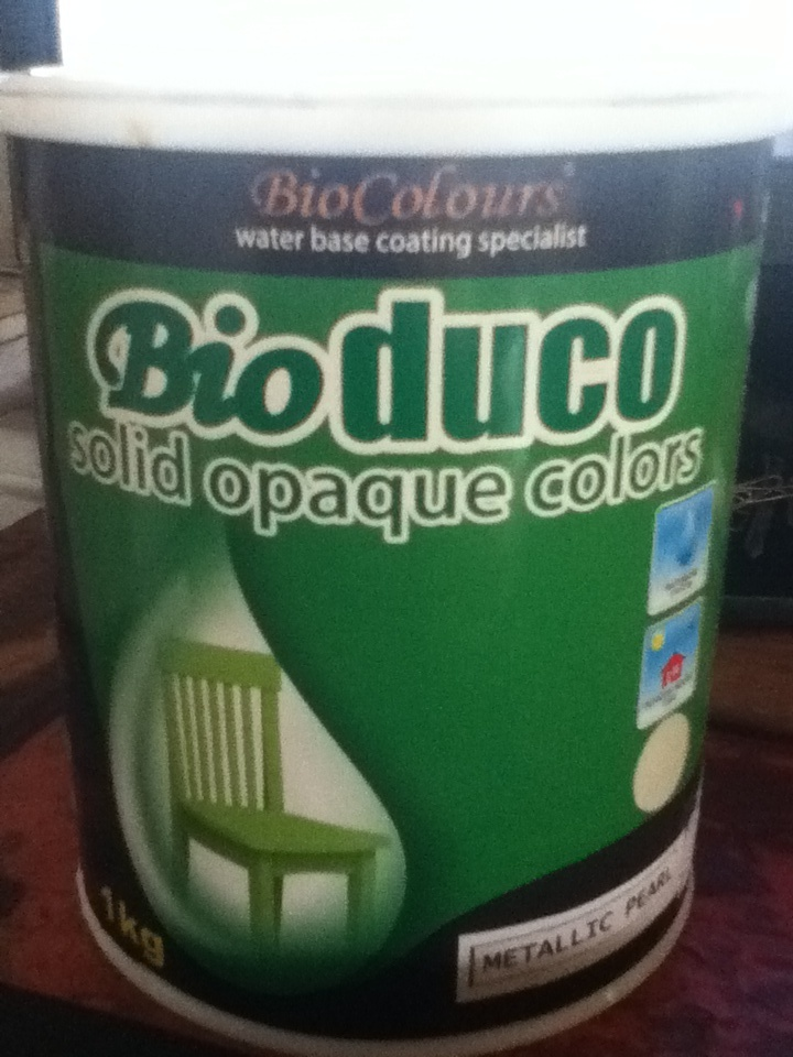 When decorating your office or home choose paints without harmful odors, chemicals, or added solvents. There are many high quality #ecofriendly #paints on the market now, look out for products that are non toxic & low- or no- #VOC. Sadly on Bali I don't the choice of the many more sexier eco friendly paints out there, so I chose Bioduco by BioColours as the best option available to me here. It's waterbased, non toxic and has very low VOC's. #GS2013