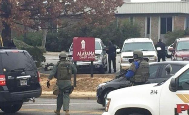 Κατάσταση ομηρείας στην Αλαμπάμα των ΗΠΑ: Συναγερμός σε στην Αλαμπάμα των ΗΠΑ κοντά στο Πανεπιστήμιο, καθώς ένας άντρας. Ο δράστης μπήκε…