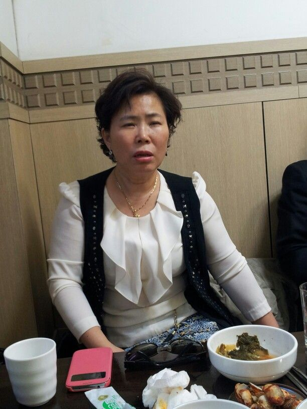 인천에서 모임 중 노인옥 동문 모습