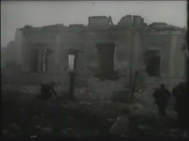 Troops of II./Fallschirmjäger-Regiment 1 (Kommandeur: Leutnant Renisch) advance from Palazzo Sivlestri towards Casa del Fascio. Frame from a German newsreel (Die Deutschen Wochenschau Nr. 709)