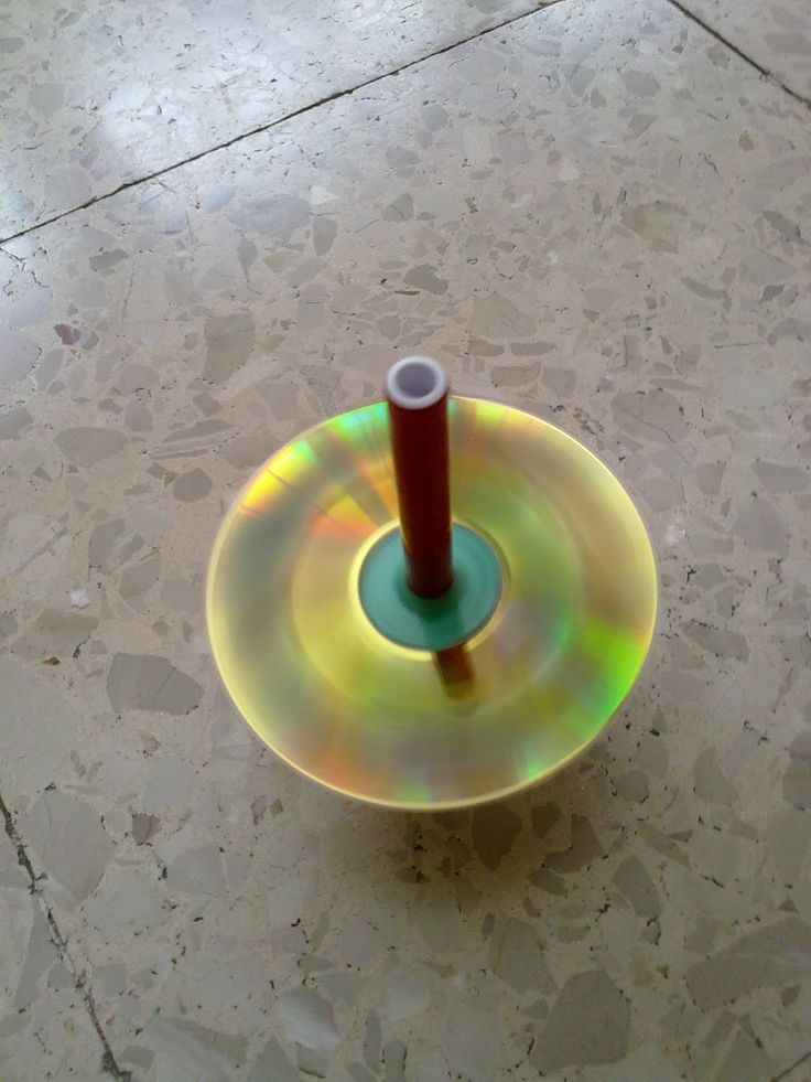 Peonzas brillantes hechas con CDs