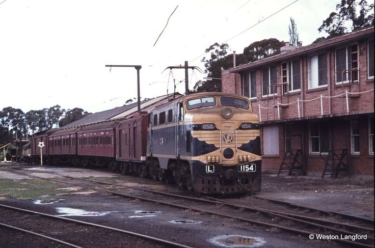 Yallourn Up ARE Special L 1154 - 1975