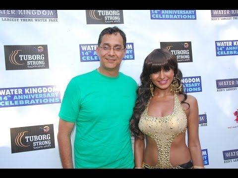 CHECKOUT Veena Malik's weird new look.