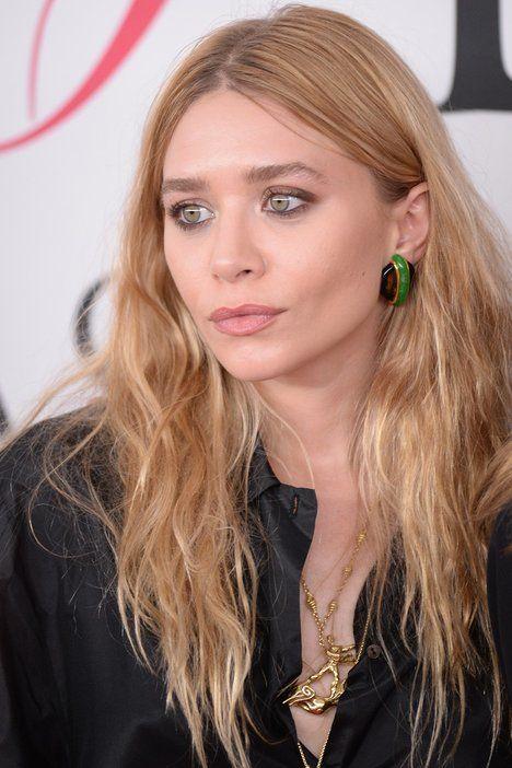 Výhodou jahodové blond je, že v ní nebudete působit unaveně, proto postačí lehké líčení, jako předvádí Ashley Olsen; Profimedia