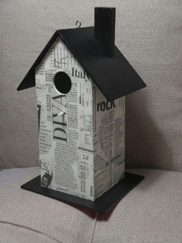 Casa de pájaro con techo y base de pizarra