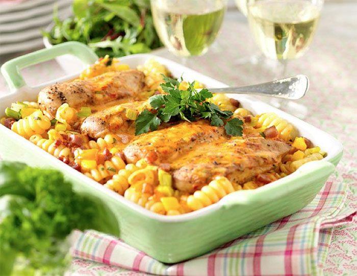 Pastagratäng med kycklingfilé och bacon