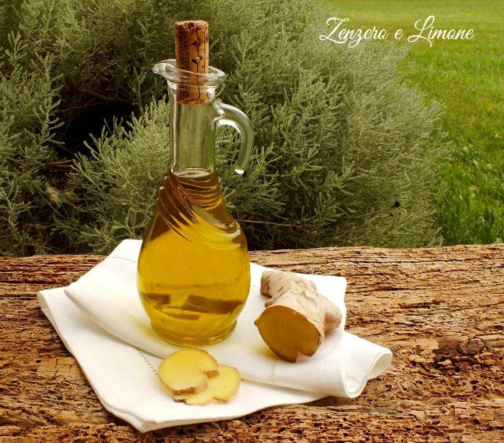 L'olio allo zenzero è un olio aromatico che si prepara in poche semplici mosse. È perfetto per condire insalate o accompagnare carne e pesce.